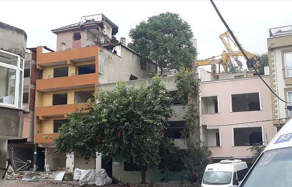 Kağıthane'deki riskli binaların yıkımına devam ediliyor