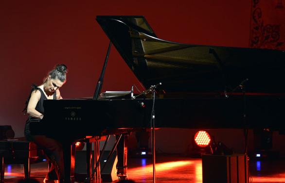 Ünlü piyanist bu kez Darüşşafakalı çocuklar için sahnede