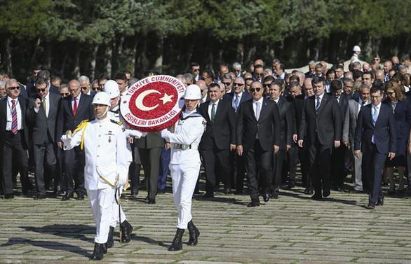 Çavuşoğlu, büyükelçilerle Anıtkabir'i ziyaret etti