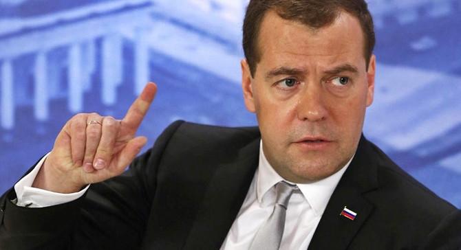 Medvedev: Rusya'da yatırım iklimi zehirlendi