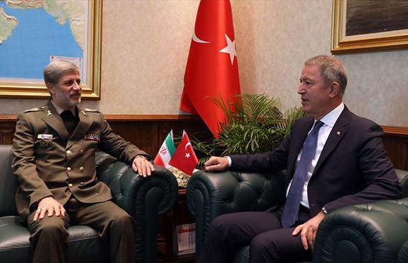 Bakan Akar İran Savunma Bakanı ile görüştü