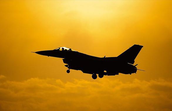 Fransa'da Belçika'ya ait F-16 savaş uçağı düştü