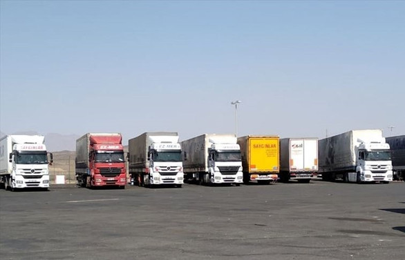 Suudi Arabistan'da bekletilen Türk TIRlarının geçişine izin verildi