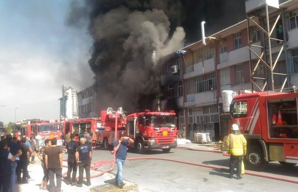 Başakşehir'de iş yeri yangını