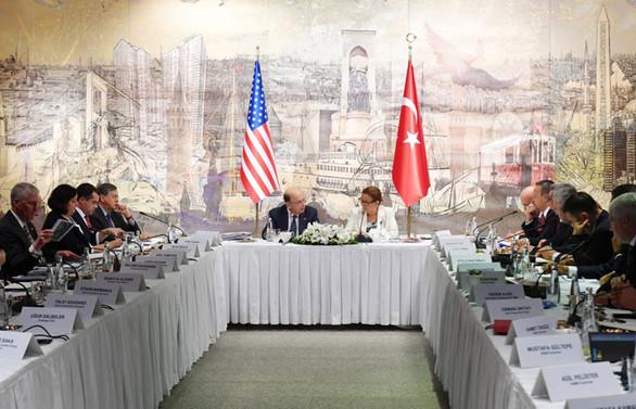 ABD Ticaret Bakanı özel sektör temsilcileriyle buluştu