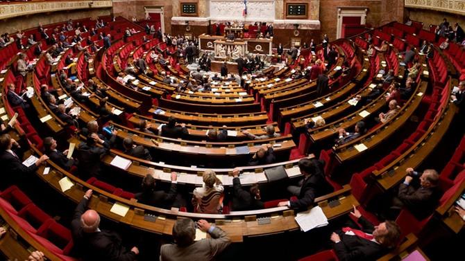 Fransa'da hükümet COVID-19 tedbirlerini görüşecek