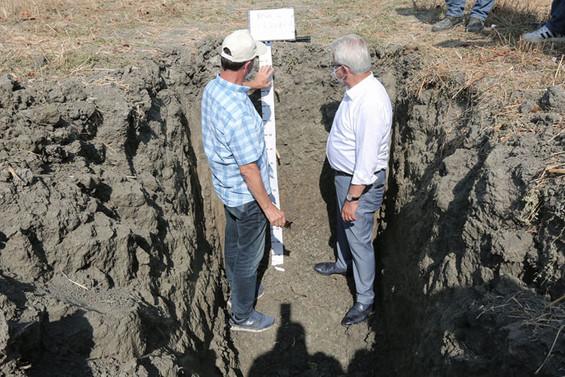 Çiftçinin gelirini artırmak için toprak analizlerine başladı