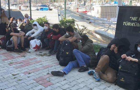 İzmir'de tekneyle yurt dışına geçmeye çalışan 130 sığınmacı yakalandı