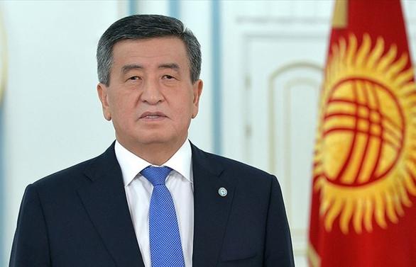 Eski cumhurbaşkanı istifasını istedi, Ceenbekov, Bişkek'te olağanüstü hal ilan etti