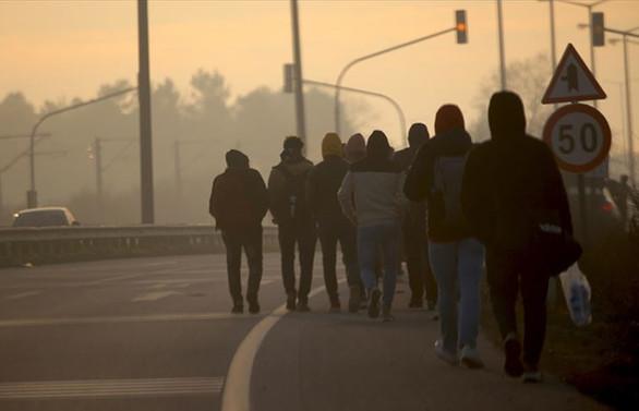 Göçmenler Avrupa sınırına ilerliyor