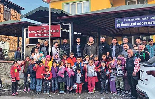 İhtiyaç sahibi köy çocuklarına 300 çift bot ve mont yardımı