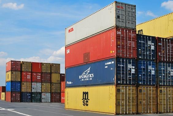 ABD'de ticaret açığı 6 yılda ilk kez düştü