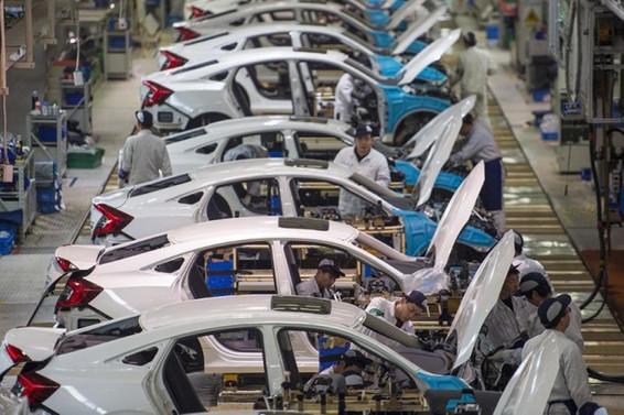 Çin'in sanayi üretimi yüzde 13,5 düştü
