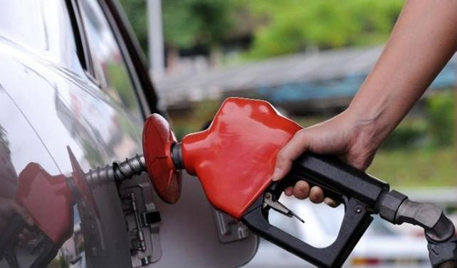 Benzin fiyatlarına 25 kuruşluk indirim