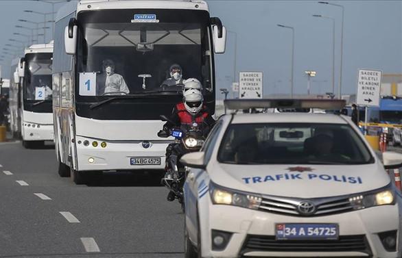 Türk vatandaşları uçaklarla Türkiye'ye getirilmeye başlandı
