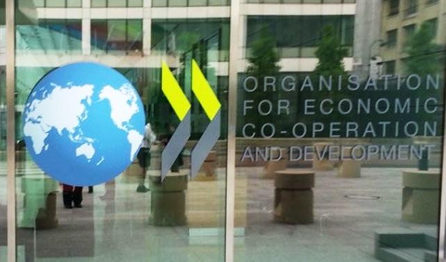 OECD, küresel büyüme tahminlerini düşürdü