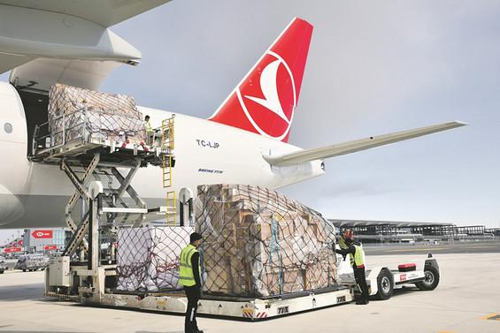 Turkish Cargo, THY'nin yolcu uçakları ile de kargo taşıması yapıyor
