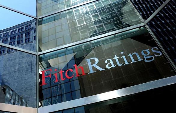 Fitch, ABD'nin notunu sabit tuttu ve kredi gücü konusunda uyardı