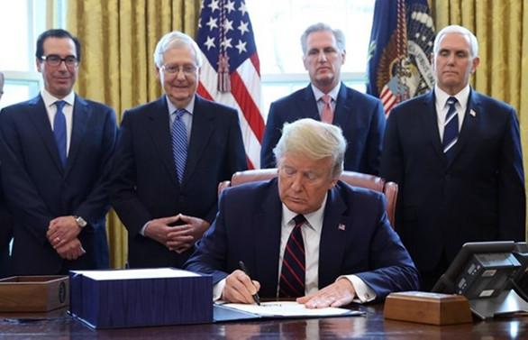 Trump, 2,2 trilyon dolarlık paketi onayladı