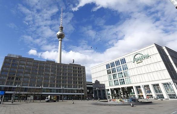 Almanya'da Covid-19 tedbirleri gevşetiliyor