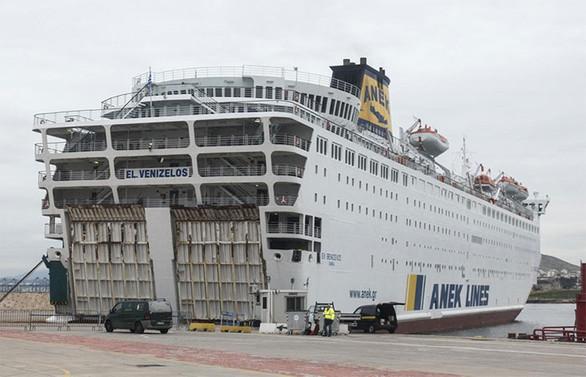 Yunanistan'da karantinadaki geminin Türk yolcuları Türkiye'ye getiriliyor