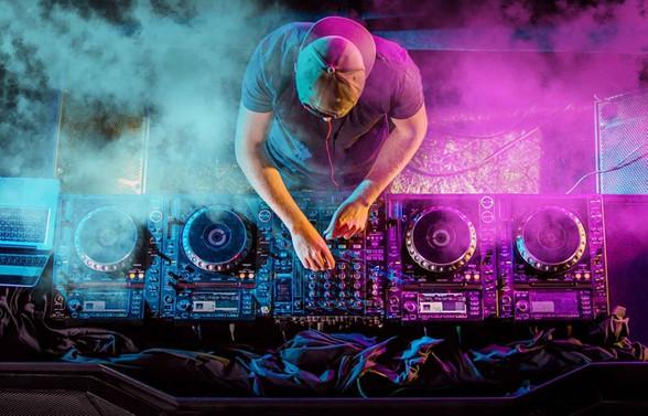 Siber suçlular şimdi de popüler DJ'leri kullanıyor