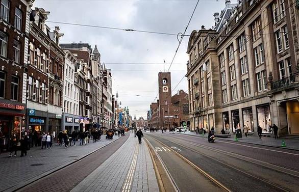 Hollanda'da COVID-19 önlemleri gevşetiliyor