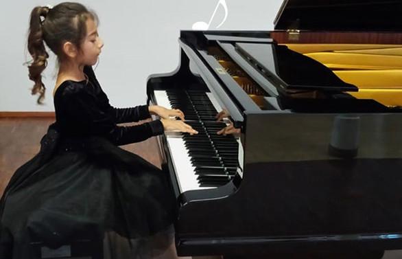 """Piyanonun """"Altın kızı"""" Nil, 23 Nisan'da müzikseverlerle buluşuyor"""