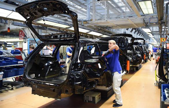 Avrupa'nın en büyük araç fabrikasında üretim yeniden başladı