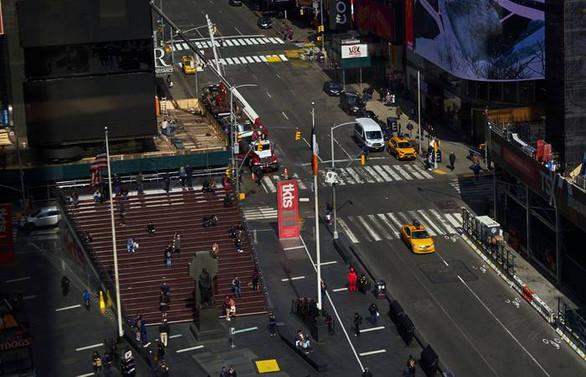 New York Valisi Cuomo: Bazı iş yerleri 15 Mayıs'ta açılabilir
