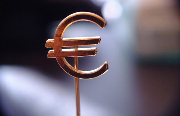 Euro Bölgesi'nde yıllık enflasyon 0,4'e geriledi