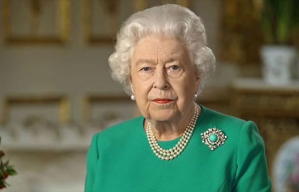 Kraliçe İngiliz halkına 'kararlılık' mesajı verdi