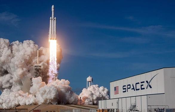 SpaceX: Astronotlar uzay istasyonuna ulaştı