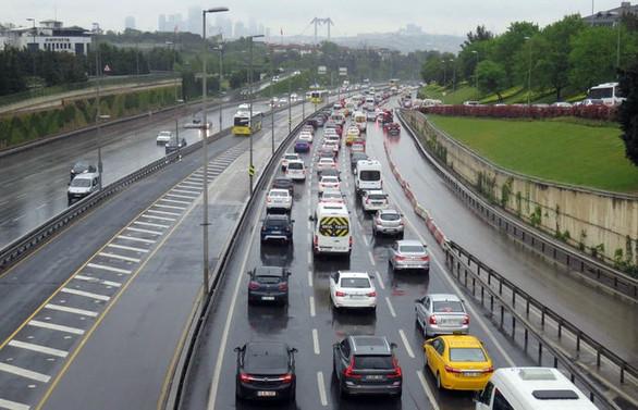 İstanbul'da trafik yoğunluğu yüzde 50'yi geçti