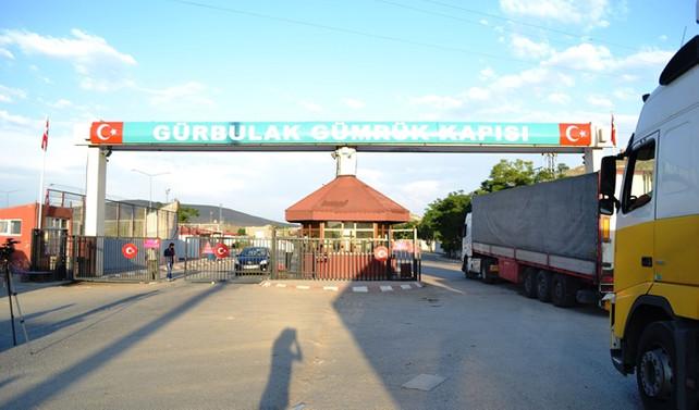 Gürbulak'ra bekleyen tırların Türkiye'ye giriş işlemleri başladı