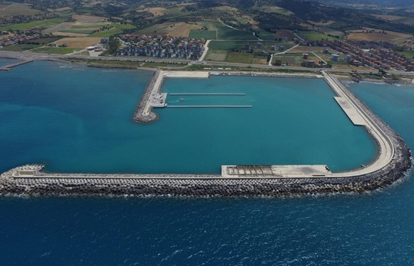 Hatay'da Madenli Yat Limanı, Su Sporları Merkezi ve HADO İşletmesinin temeli atıldı