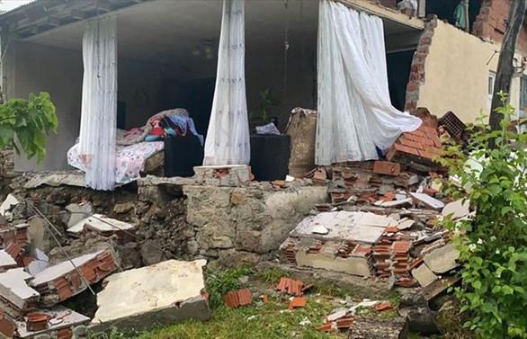 Bingöl'de 5,7 büyüklüğünde deprem: Bir şehit, 18 yaralı