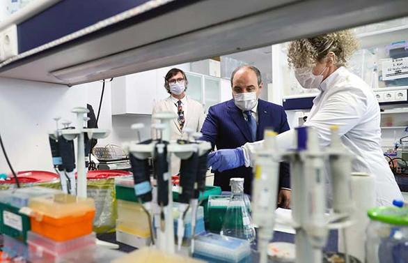 Bakan Varank, COVID-19 aşı ve ilaç geliştirme çalışmalarını inceledi