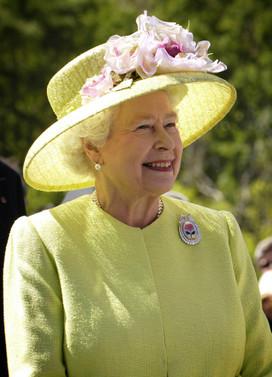 Kraliçe Elizabeth açılan işletmelere başarı diledi