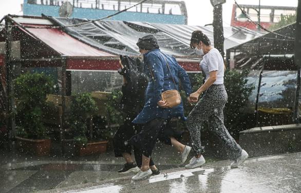 İstanbul'da sağanak, hortum ve sel: 1 kişi hayatını kaybetti