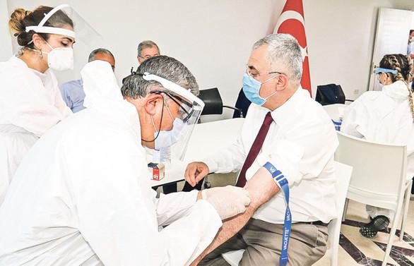 Adana'da sanayi çalışanlarına antikor testi yapılıyor