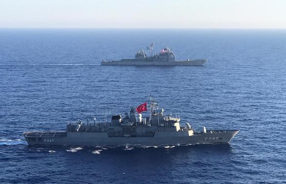 MSB: TCG Kemalreis ile ABD uçak gemisi Akdeniz'de eğitim icra etti