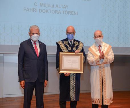 İTÜ'den NETAŞ CEO'su Altay'a 'Fahri Doktora'