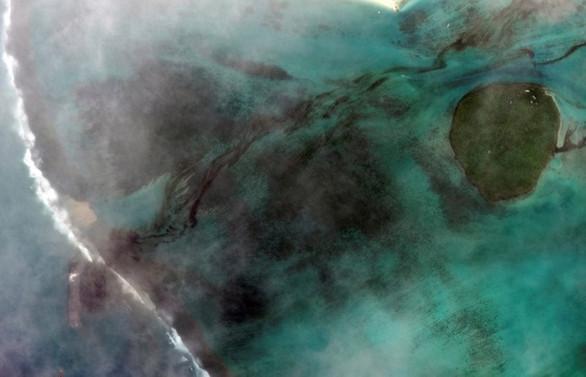 Morityus açıklarındaki petrol sızıntısının yarısı tahliye edildi