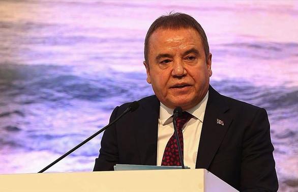 Antalya Büyükşehir Belediye Başkanı Böcek'in COVID-19 testi pozitif çıktı