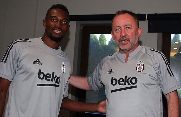 Beşiktaş Bernard Mensah'ı kadrosuna kattı