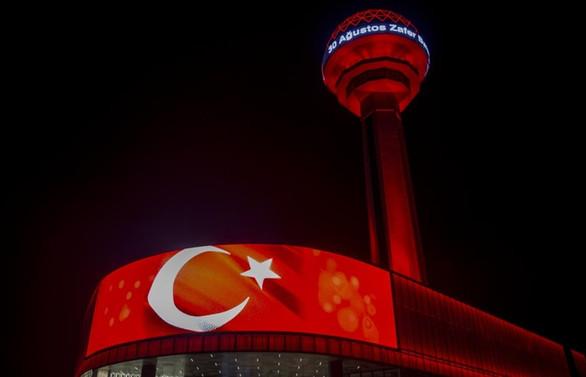 Atakule'de dev Türk bayrağı dalgalandırıldı