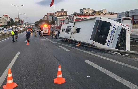 İstanbul'da yolcu otobüsü devrildi: 9 yaralı