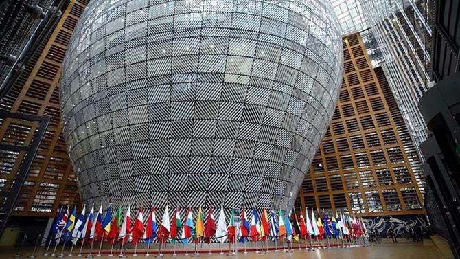 Euro Bölgesi tahvilleri değer kazanırken, endişeler sürüyor