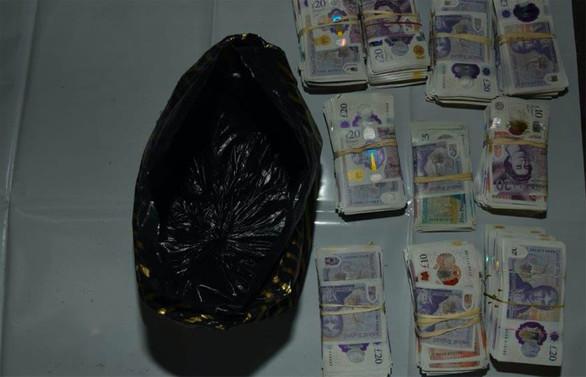 İki Türk 1.2 milyon sterlinle yakalandı